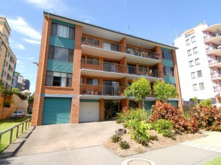 View profile: MOOLOOLABA - 2 BR F/F Unit - 50m stroll and you are on the Beach