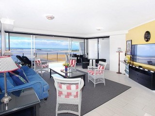 View profile: SUB-PENTHOUSE WATERFRONT UNIT WITH SPACIOUS PRIVATE BALCONY